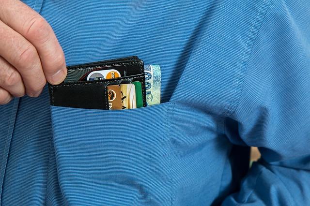 peněženka v košili