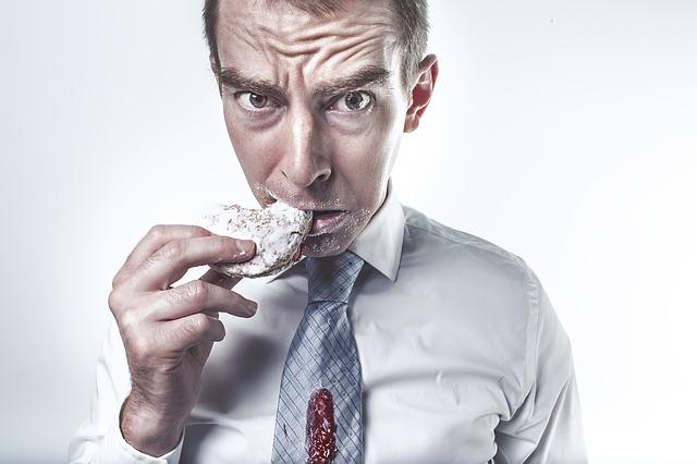 muž se sušenkou
