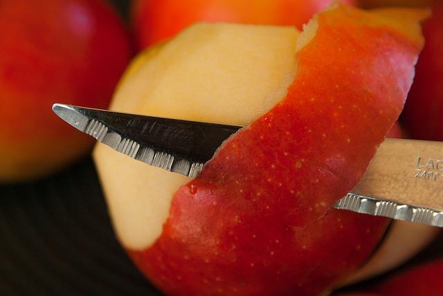 loupání jablka
