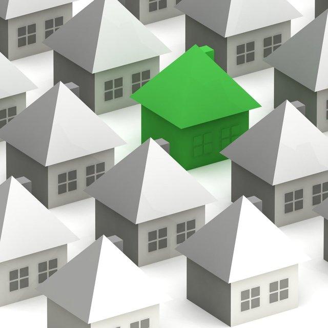 Označený jeden zelený dům v nákresu mezi ostatními šedými